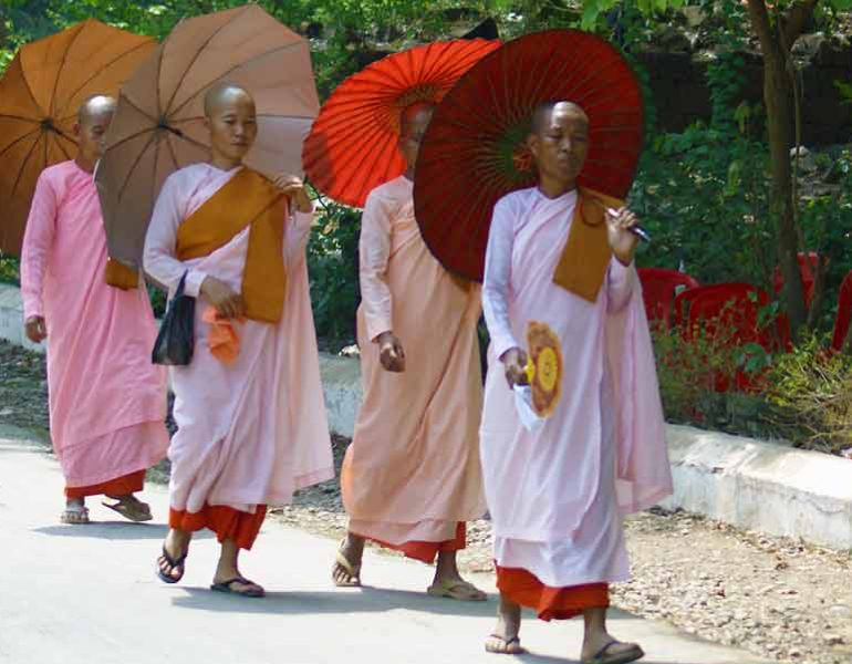 Bouddhistes en Birmanie